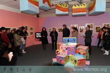 儿童绘画作品展示墙