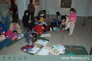 """1月13日,中国美术馆公共教育部与中国儿童中心""""彩色盒子儿童美术工作图片"""