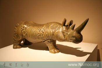 小动物,1951年考入中央美院雕塑系,之后全身心投入现代陶艺的创作与